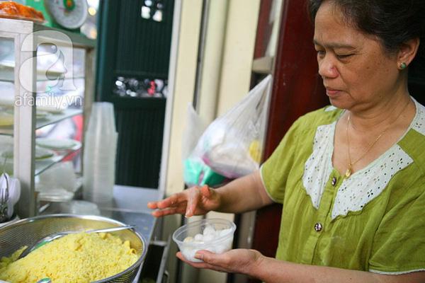 Cận cảnh một gia đình có truyền thống làm bánh trôi, bánh chay trên phố cổ 14