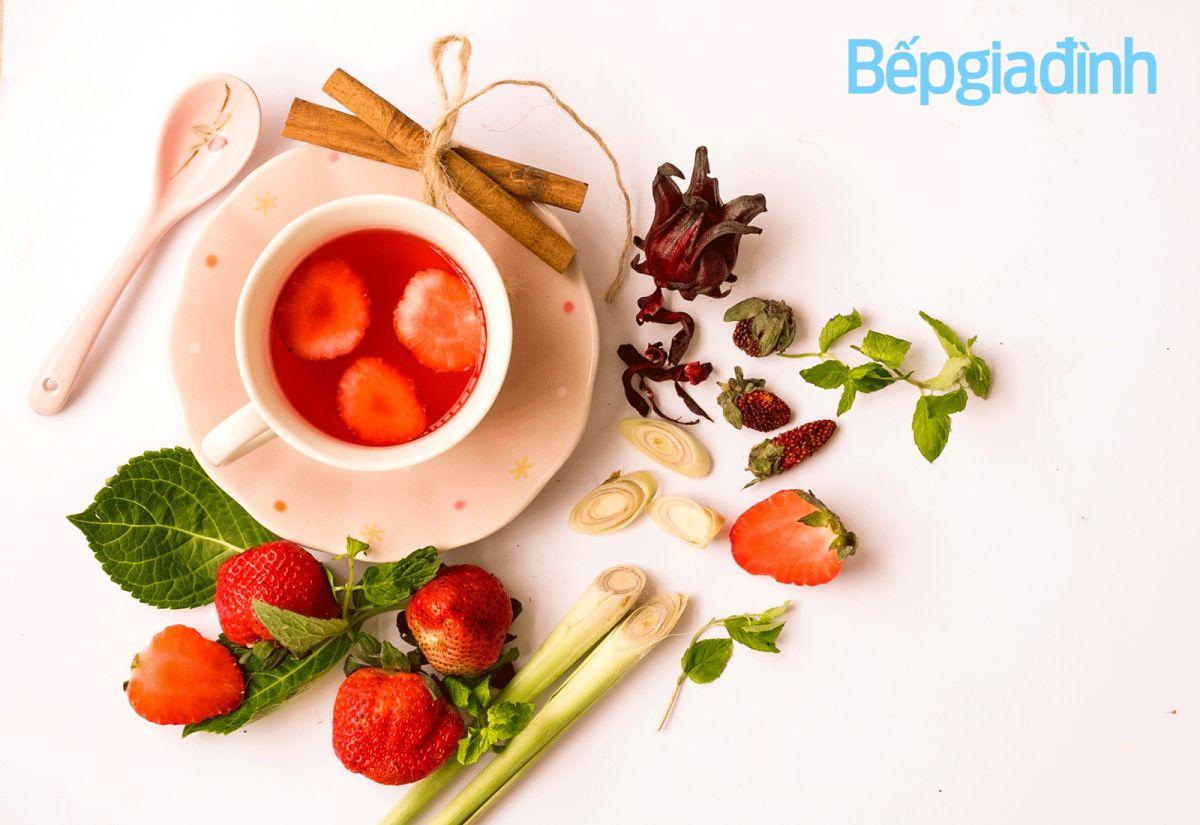 Món ngon ngày Tết: Trà hoa atiso đỏ và dâu tây