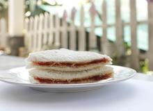 Bánh mì kẹp bơ mứt đầy bổ dưỡng cho bữa sáng