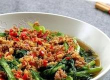 Cải cúc xào thịt băm làm siêu dễ ăn siêu ngon!