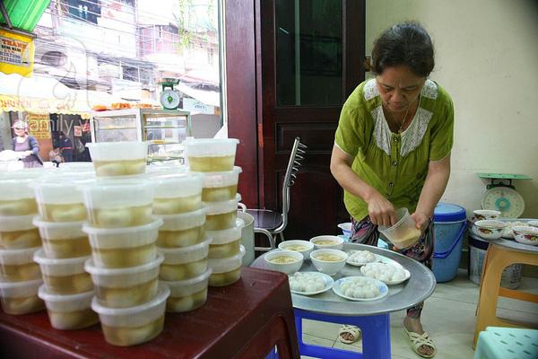 Cận cảnh một gia đình có truyền thống làm bánh trôi, bánh chay trên phố cổ 2