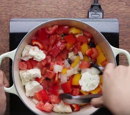 Bữa sáng nhanh gọn đủ chất với cốt lết nấu rau củ 5