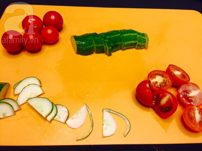 Chỉ với cà chua và dưa chuột bạn đã có thể trang trí đĩa ăn cực bắt mắt - Ảnh 2.