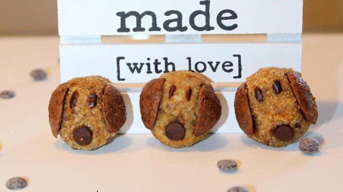 Tạo hình cún con đáng yêu cho bánh cookies chuối hạnh nhân