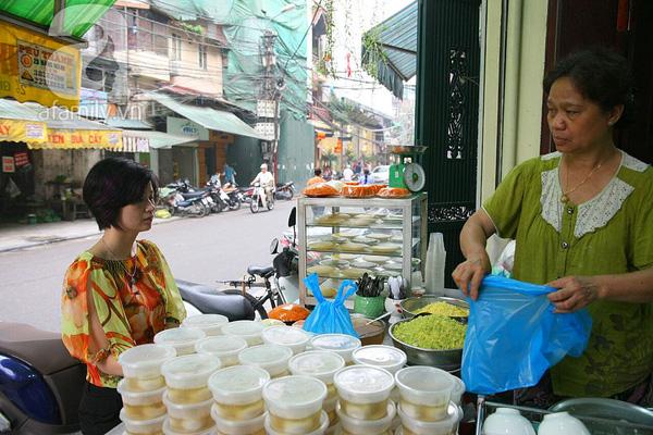 Cận cảnh một gia đình có truyền thống làm bánh trôi, bánh chay trên phố cổ 6