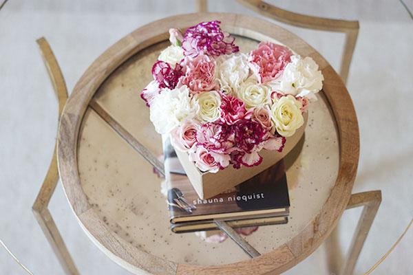 3 cách cắm hoa trong hộp quà xinh lung linh bạn cần bỏ túi - Ảnh 6.