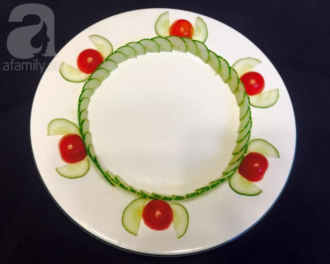 Chỉ với cà chua và dưa chuột bạn đã có thể trang trí đĩa ăn cực bắt mắt - Ảnh 7.