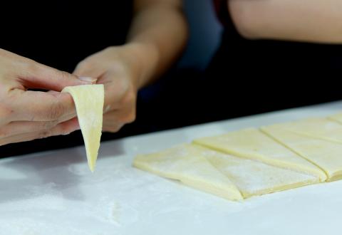 Cách làm croissant trứng muối ngon như ngoài hàng 9