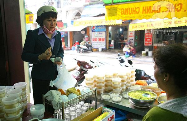 Cận cảnh một gia đình có truyền thống làm bánh trôi, bánh chay trên phố cổ 16